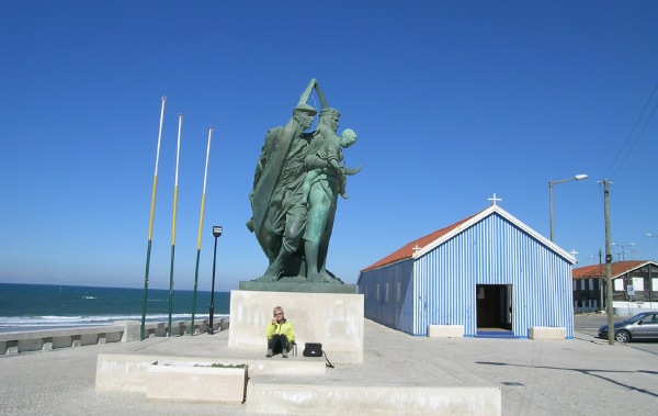 Statue (and windbreak) at Praia da Mira - on a beautiful February day