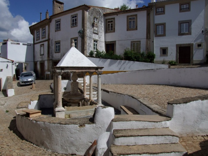 History and culture - public fountain in the centre of Castelo de Vide.